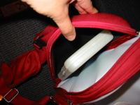 067a2de70a merevített oldalak, hőtárolós oldalrekesz, a cumisüvegeknek van benne  rögzítő gumi, előtte két kis zseb apróságoknak, a nagyobb zsebben rögzítő  gumik, ...