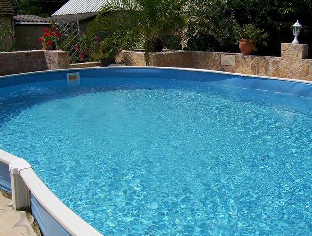 férgek a medencében
