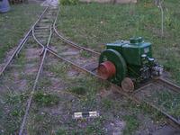 MIB motor a sínek között