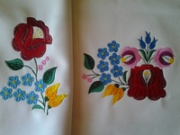 61f101822f Szilvi:Nagyon szép lett a blúz hihetetlen jól ,megy a tervezés:)Bezzeg  gyerekkoromban amikor Anyukám adta rám a kézzel hímzett kalocsai blúzt ,  nem voltam ...