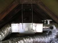 92a5fcb01c Ma egy 110 cm-es padlástérbe telepítettünk egy légcsatornás berendezést.  Szó se róla jó meleg volt szegény embereimről dőlt a víz, de a  végeredménnyel ...