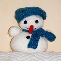 cdd571b472 Ugyan nem baba és nem állat, csak egy hóember. Kicsit kiszőrösödött, de nem  csoda, hiszen már nagykorú. Ha tetszik, megkeresem a leírását.