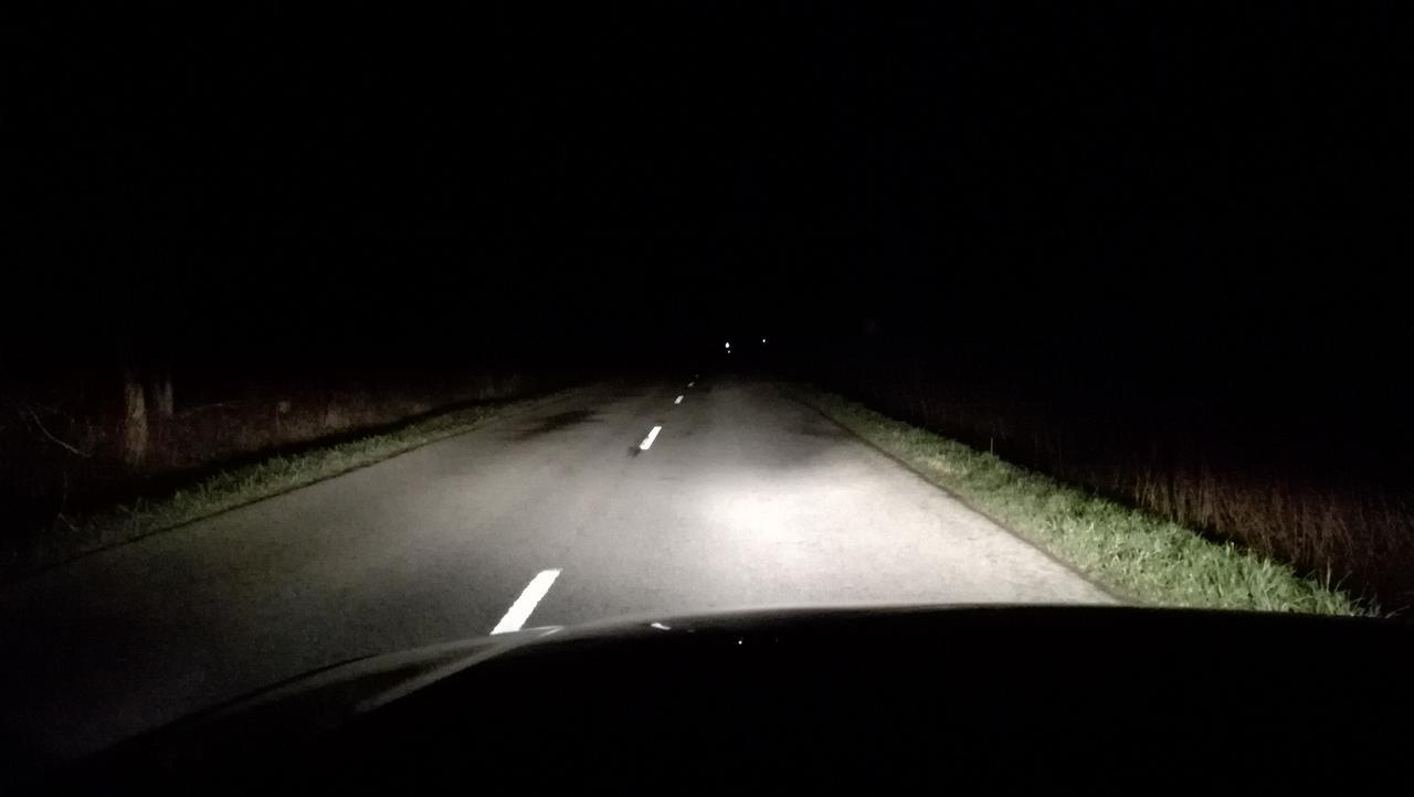 Sötét utca a kiégett lámpa miatt Járókelő.hu. Ha megosztod