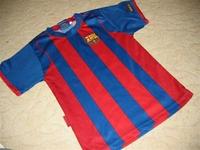 2. Piros-kék csíkos 116-122-es vékony fiúra való focis póló 23198d4922